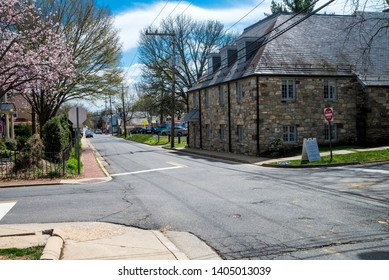 Streets of spring Leesburg USA. Photo 23,03,19 Urban architecture of the spring city with cherry blossom under a beautiful sky.