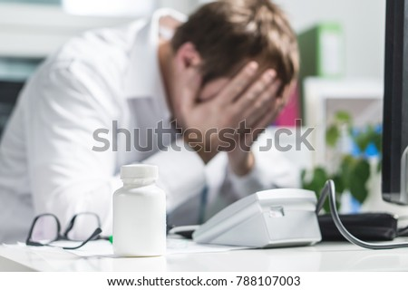 stressed doctor cover face under pressure の写真素材 今すぐ編集