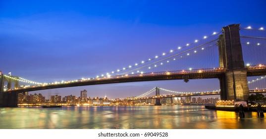 A striking photo of the Brooklyn and Manhattan Bridge at night