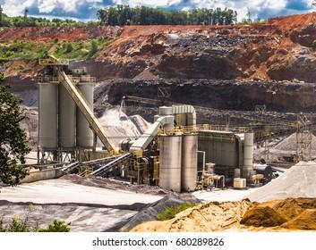 strip mining rock crusher