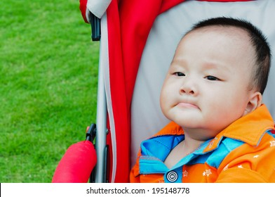 The stroller Make a face baby