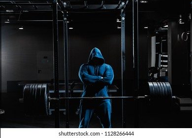 Strong man working heavy im gym