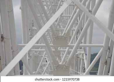 the structure of a ferris wheel