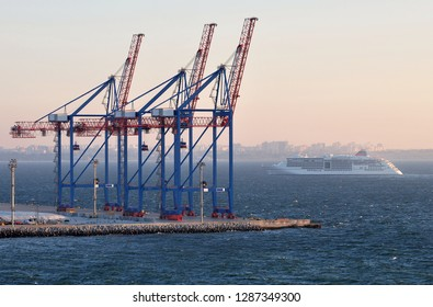 STS container cranes are the first to meet the cruise liner, which arrived early in the morning on the roadstead