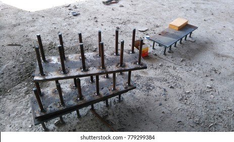 A stud that transfers shear stress between metal and concrete in composite structural members in which the stud is welded to the metal component.Embedded plate in concrete.
