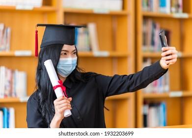 student is celebrating her graduation in a term  of social distancing by video conference on a smartphone.
