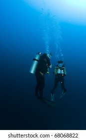 Student and Instructor during a underwater Scuba lesson