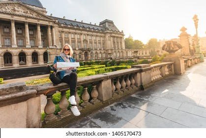 The student was lost in the city of Brussels during her vacation and decided to check the map to understand her whereabouts. Build a route to the main tourist attractions. Travel to Belgium