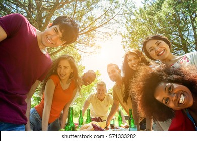 Students friends taking selfie outdoor at bbq meal - Happy youth concept with young people having fun together - Positive mood concept - Focus on afro girl face hair top hair - Warm filter