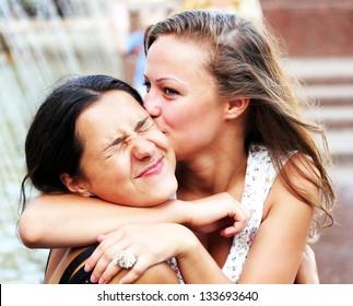Imagenes Fotos De Stock Y Vectores Sobre Relationship Kiss