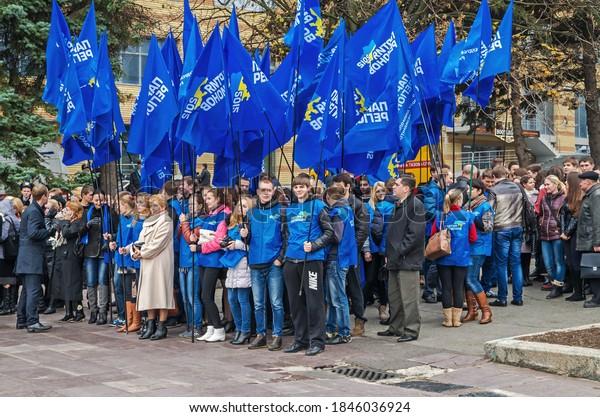 students-teachers-followers-yanukovich-s
