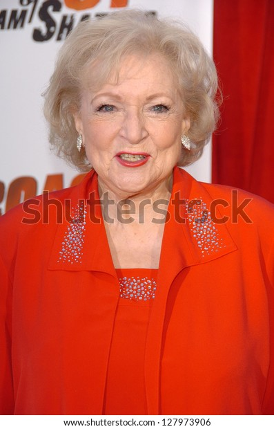 "STUDIO CITY, CA - AUGUST 13: Betty White at ""Comedy Central's Roast of William Shatner"" August 13, 2006 in CBS Studio Center, Studio City, CA."