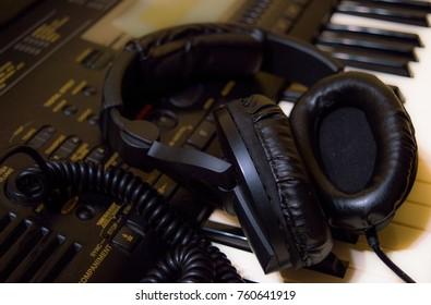 studio headphones, piano