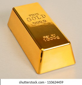 Studio Shot Of 1kg Gold Bar Isolated On���Texture