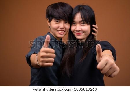 Lesbian thumbs