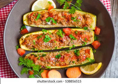 Stuffed zucchini with meat and parsley