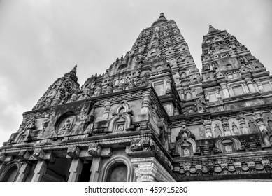 Stunning Architecture of the Mahabodhi Temple Complex in Black and White