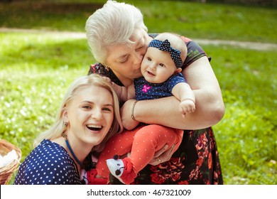 Stunning capture of three generations of women on one picture