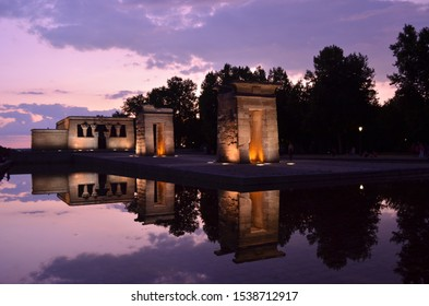 Stunning photo of the Debod Temple in Madrid with beautiful colourful sunset light