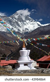 The Stupa at Tengboche monastery with the Everest mountains in the background