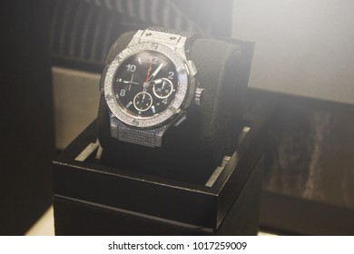 Stylish Men Watch In Box