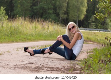 Stylish young woman in sun glasses
