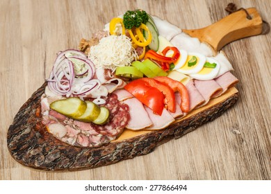 Styrian Brettl snacks on wooden board
