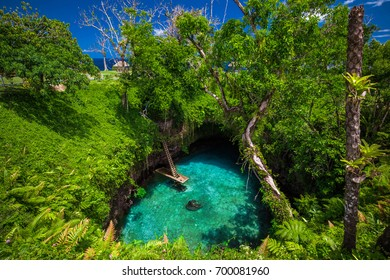 To Sua ocean trench - famous swimming hole, Upolu, Samoa Islands, South Pacific