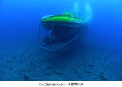 Submarine, submersible,