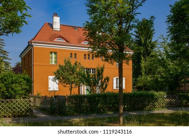 "Subsidized housing of the 1910s: the ""Akazienhof"" at the listed Berlin ""Gartenstadt Falkenberg"" (""Falkenberg Garden City"") is now a UNESCO World Heritage"