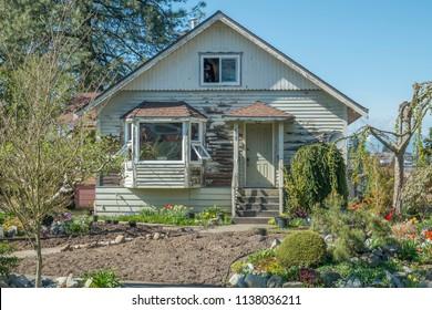 Suburban Fixer Upper House - Off the beaten path