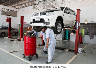 SUKHOTHAI - AUGUST 22:mechanic repairing a car at MItsubishi Motor Service station on August 22, 2015 in Sukhothai, Thailand.