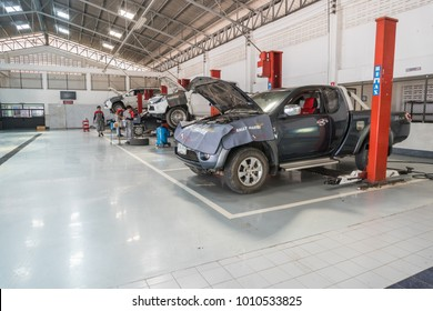 SUKHOTHAI - DECEMBER 23:mechanic repairing  car at MItsubishi Motor Service station on December 23, 2017 in Sukhothai, Thailand.