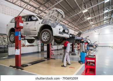 SUKHOTHAI - DECEMBER 23:mechanic repairing  car at MItsubishi Motor Service station on December 23, 2017 in Sukhothai, Thailand.