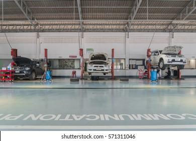 SUKHOTHAI - JANUARY 28:mechanic repairing  car at MItsubishi Motor Service station on January 28, 2017 in Sukhothai, Thailand