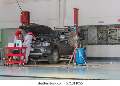 SUKHOTHAI - JANUARY 28:mechanic repairing  car at MItsubishi Motor Service station on January 28, 2017 in Sukhothai, Thailand
