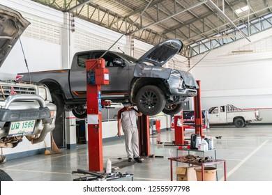 SUKHOTHAI THAILAND - DECEMBER 01:mechanic repairing car at MItsubishi Motor Service station on December 01, 2018 in Sukhothai, Thailand.