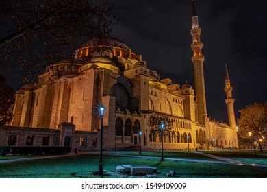 Sulaymaniyah mosque at night with long exposure technique