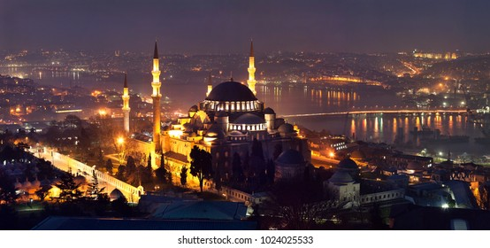 Suleymaniye Mosque at night. (Ottoman Emperor Mosque) Istanbul, Turkey Cityscape of Istanbul with Golden Horn.
