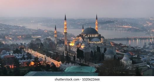 Suleymaniye Mosque (Ottoman imperial mosque). Cityscape of Istanbul with Golden Horn at night.