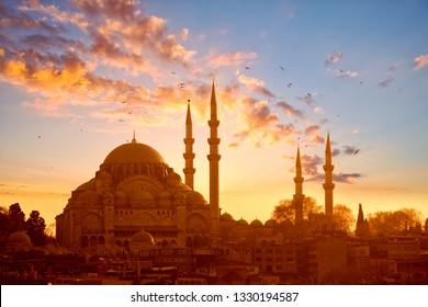 Suleymaniye mosque at sunset in Istanbul, Turkey