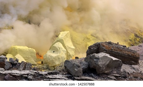 The sulfur in hot volcano is actioning in working time