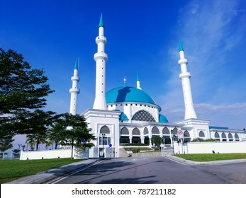 Sultan Iskandar Mosque Bandar Dato Onn. The mosque was named after the late 24th and fourth Sultan of Johor, Almarhum Sultan Iskandar ibni Almarhum Sultan Ismail.
