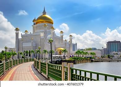 The Sultan Omar Ali Saifuddin Mosque in Bandar Seri Begawan - Brunei