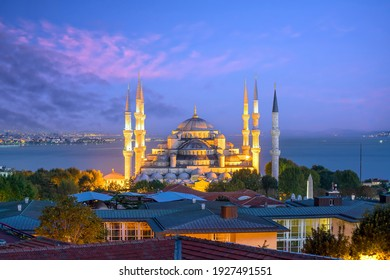 The Sultanahmet Mosque (Blue Mosque) in Istanbul, Turkey at sunset