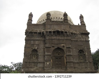 A sultanate era Dargah at Aurangabad