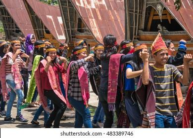 SUMATRA- SEP 3: Batak people of Samosir Island perform their traditional dance on September 3, 2016 in Sumatra, Indonesia. Batak represent a number of ethnic groups of North Sumatra, Indonesia.