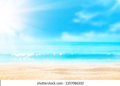 Sommerhintergrund. Meersand-Sonne. Unscharfer tropischer Strand mit Bokeh-Lichtwellenabstrakt . Kopienraum für Ferien- und Reiseabenteuerkonzept im Freien. Vintage Ton Filter Effekt Farbe Stil.