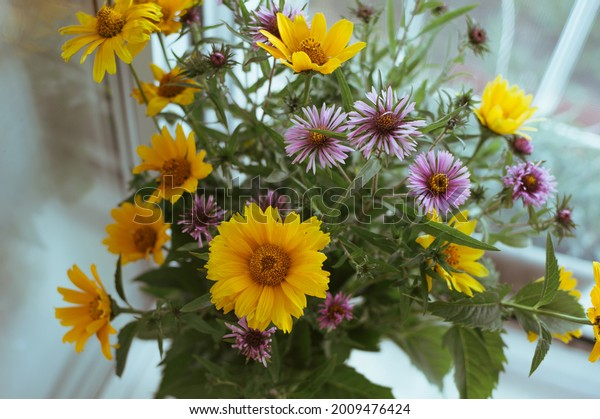 summer-bouquet-yellow-heliopsis-small-60