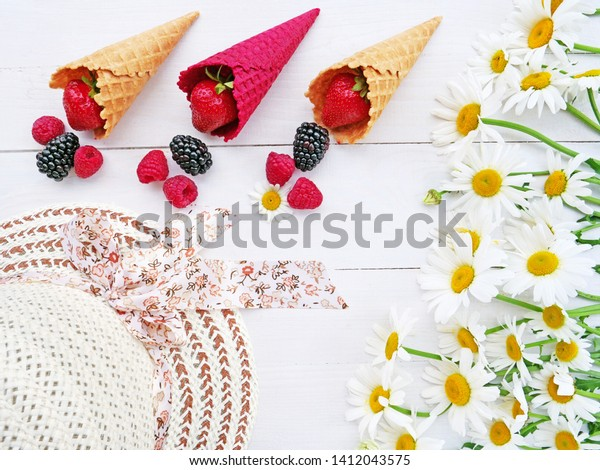 summer-concept-berries-ice-cream-600w-14